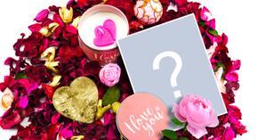 Linda moldura de amor para uma foto, com flores e corações