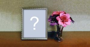 Linda montagem com foto na moldura + vaso de flores
