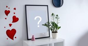 Coloque sua foto em um porta retrato em cima de uma mesinha