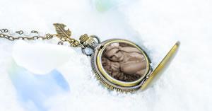 Adicione sua foto preferida em um lindo medalhão