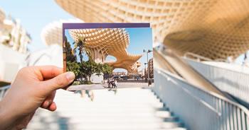 Adicione sua foto preferida em uma linda fotomontagem com uma foto na mão