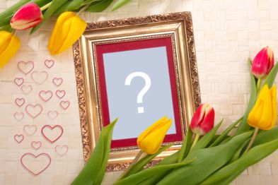 Montagem com moldura dourada e tulipas vermelhas e amarelas!