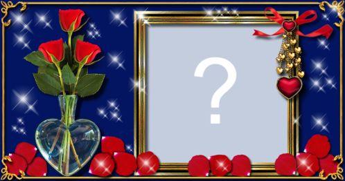 Linda Moldura com vaso de flores no vaso de vidro e pétalas de rosas. Adicione sua foto!