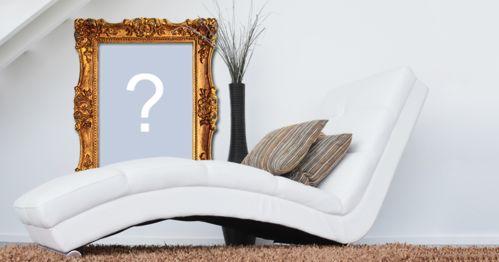 Linda foto montagem com moldura dourada na parede e poltrona branca. Adicione sua foto!