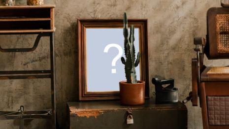 Coloque sua foto em uma linda foto montagem com foto na moldura em cima do baú antigo!
