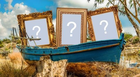 Beautiful frame with 3 photo frames inside the boat. Add your photos!