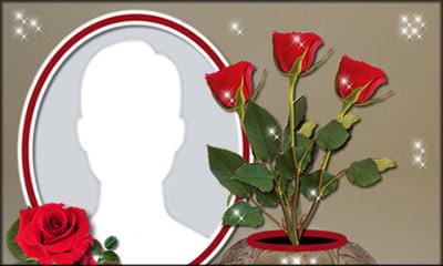 Linda moldura com vaso de flor e petalas de rosa. Adicione uma foto!